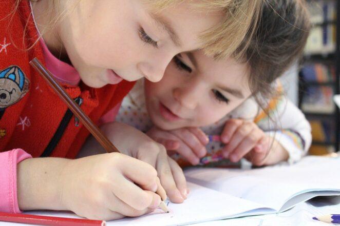Promocje w Biedronce na artykuły szkolne