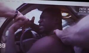 Nagranie z zatrzymania George'a Floyda. Mężczyzna utrudniał proces aresztowania