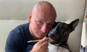 """Pies Artura Szpilki """"napisał"""" wiersz. Cycu ma coraz więcej fanów"""