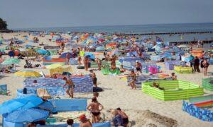 Sinice w Bałtyku! Sanepid zamknął aż 14 kąpielisk. Najgorzej jest w Sopocie