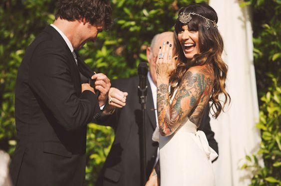 Suknia ślubna a tatuaż