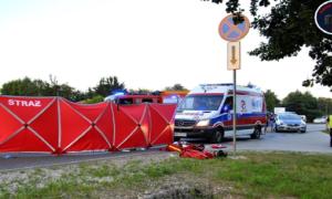 Tragiczny wypadek pod Warszawą. Nie żyje motocyklista, pasażerce urwało kończyny