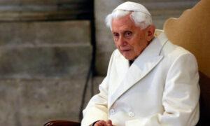 Stan Benedykta XVI jest zły. 93-letni papież słabnie
