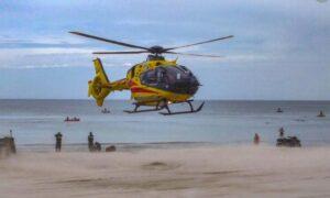 45-latek osunął się z materaca i wpadł do morza. Topił się na oczach syna
