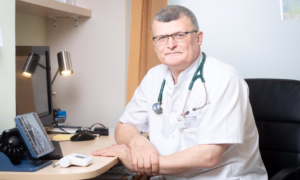 Gdzie zakażamy się koronawirusem? Dr Paweł Grzesiowski nie ma wątpliwości!