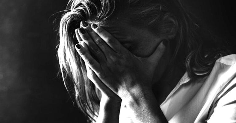 Kobieta zgwałcona na plaży nudystów