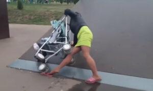 Pijana matka w skateparku. Wózek z dzieckiem posłużył jej za deskorolkę