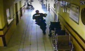 Policjant wyrwał matce dziecko. Gdy wbiegł do szpitala, niemowlę było już sine