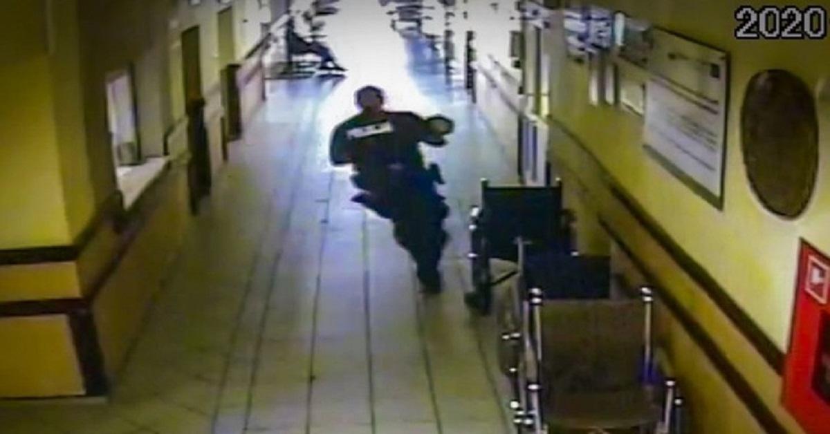 policjant wyrwał matce dziecko