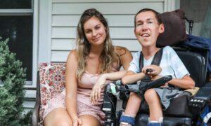Poślubiła niepełnosprawnego mężczyznę. Internauci wątpią w ich miłość