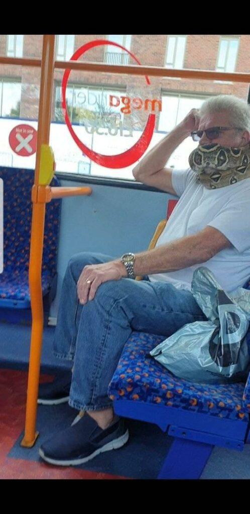 Wąż zamiast maseczki