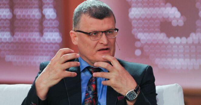 Dr Paweł Grzesiowski stracił pracę