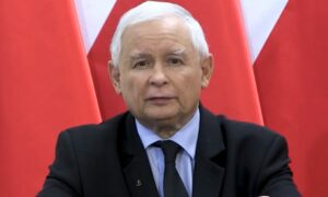 Kaczyński z symbolem Polski Walczącej. Reakcja Powstańców jest jednoznaczna
