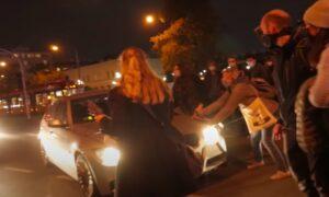 Kierowca potrącił uczestniczki protestu i uciekł. Nagranie mrozi krew w żyłach