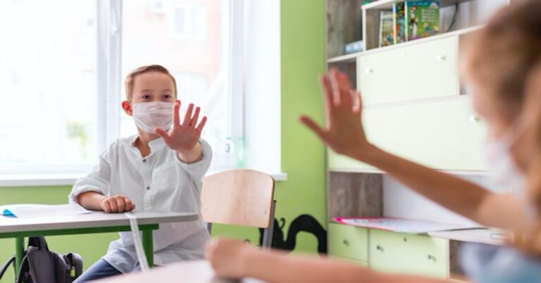 PAN apeluje o maseczki w szkołach