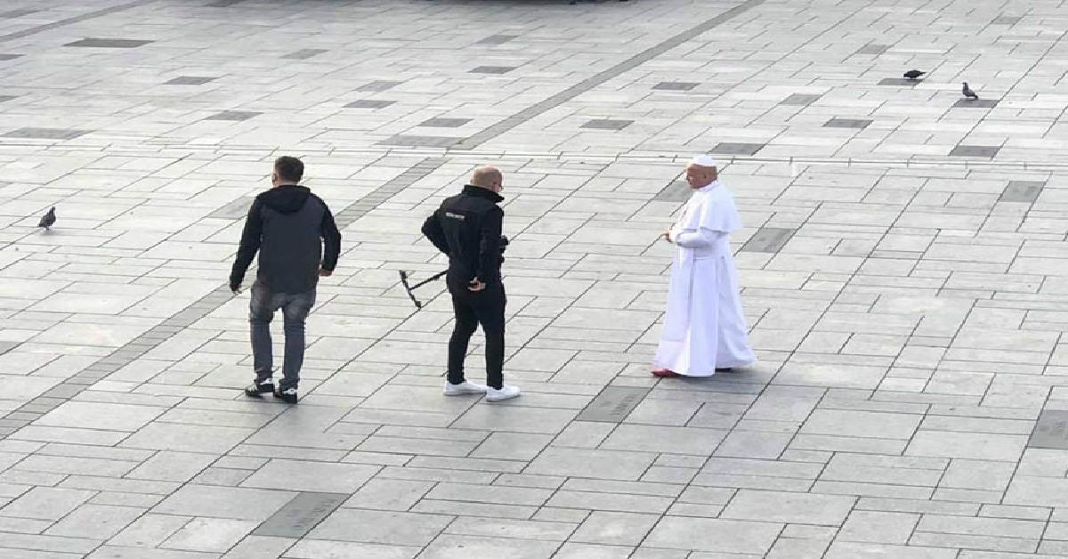 Przebrał się za Jana Pawła II