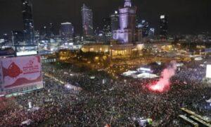 OBŁĘD! Potężna fala protestujących zalała centrum. Tak wygląda teraz Warszawa