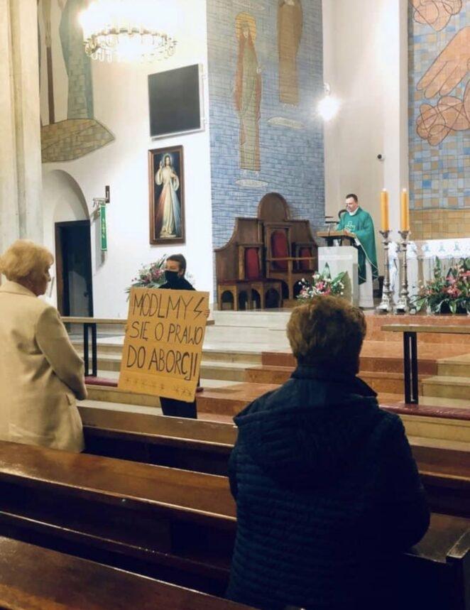 Kobiety wtargnęły do kościoła