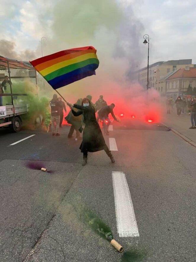 naziole rzucili się na demonstrantów 3