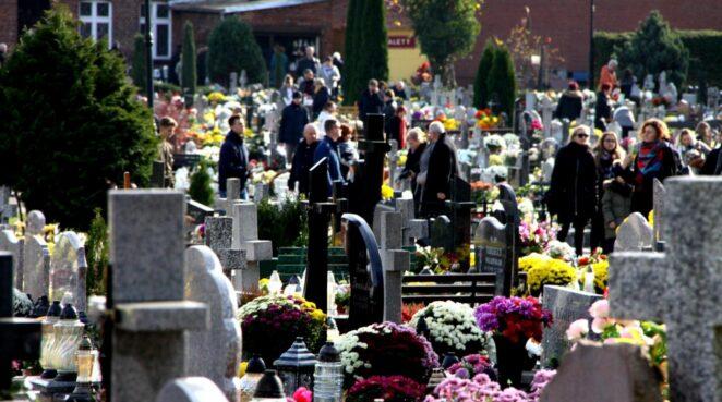 rząd zamknął cmentarze