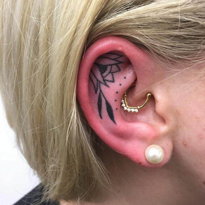 Tatuaże na uszach