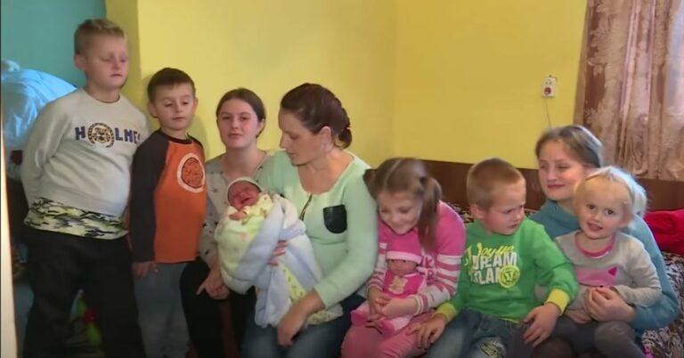 12 dzieci w dwóch pokojach