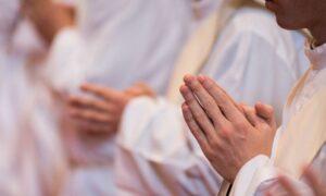 Apel 27 księży