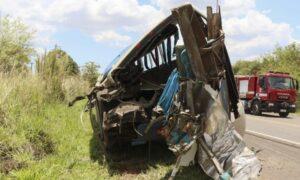 Zderzenie autobusu z ciężarówką. Na miejscu zginęła większość pasażerów