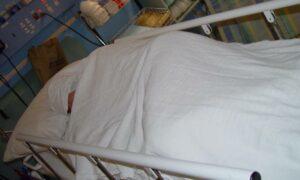 Jedna trzecia zmarłych z powodu koronawirusa miała tę samą chorobę
