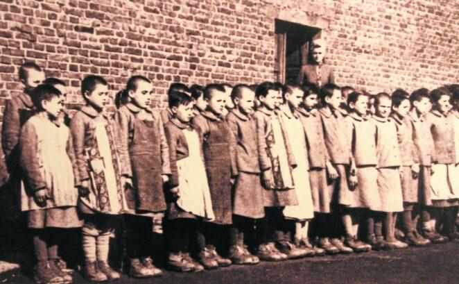 Niemcy wysyłali dzieci do obozów