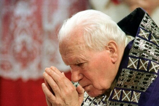 Przeprowadzenie egzorcyzmu przez papieża