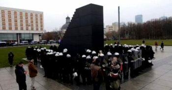 50 policjantów chroni pomnik