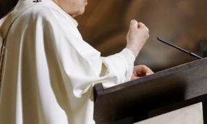 """Słowa księdza podczas kazania: """"Jeżeli on płonie, to ma prawo do jej ciała"""""""