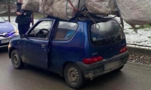 Bagaż dwa razy większy od auta. Policjanci przecierali oczy ze zdumienia