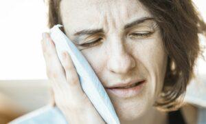 Problemy z zębami po COVID-19. Pacjenci zmagają się z tym nawet po wyzdrowieniu!