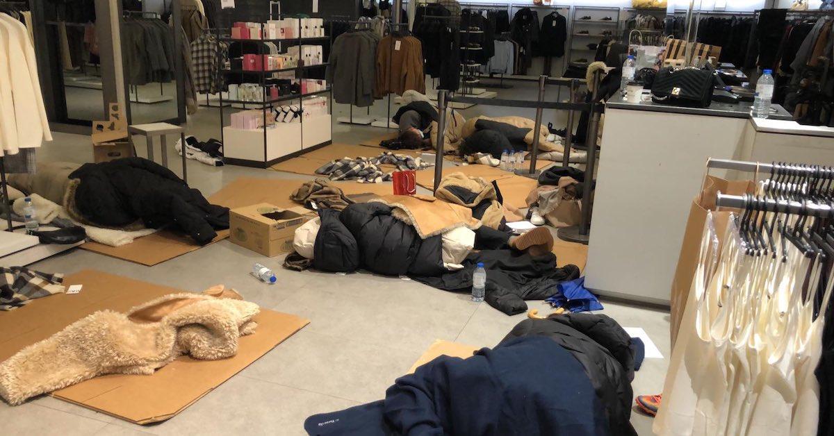 100 osób utknęło w centrum handlowym
