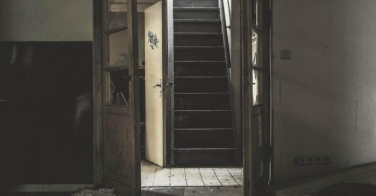 W wieku 3 lat spadła ze schodów