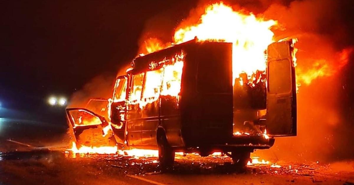 bus z koszykarkami stanął w ogniu