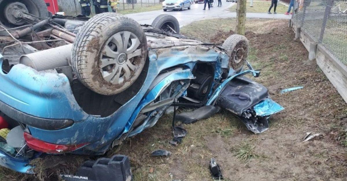 4-latek wypadł z samochodu