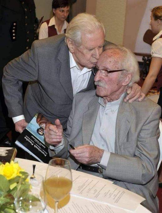 93-letni Franciszek Pieczka czeka na szczepienie 6