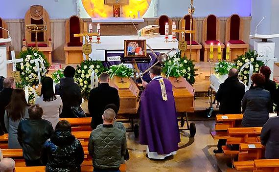 Pogrzeb rodziny po wypadku w Dziwnowie