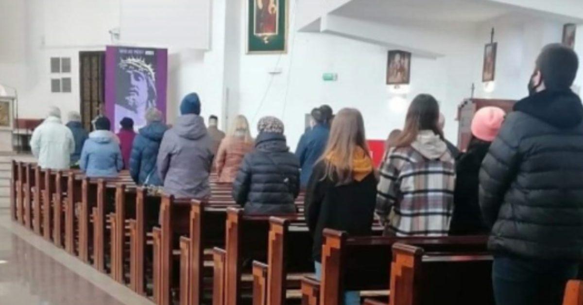 ognisko koronawirusa w kościele