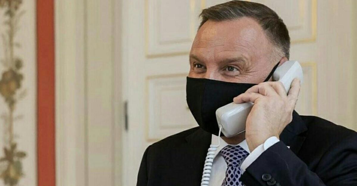 Andrzej Duda rozmawiał przez odłączony telefon