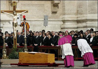 Znaki podczas pogrzebu papieża