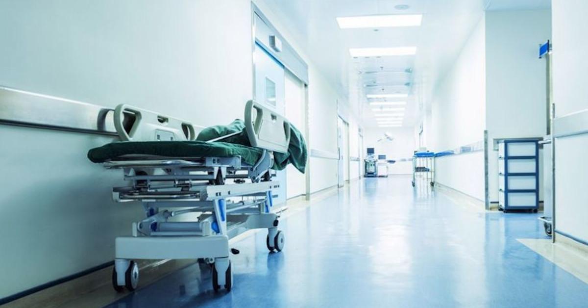 pacjentka zmarła na schodach szpitala