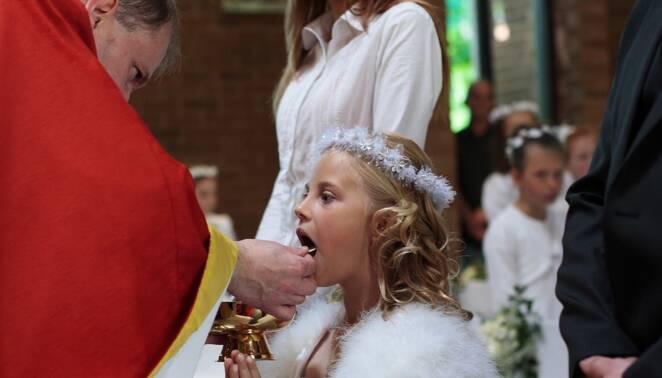 Ksiądz prosił dzieci o pieniądze z komunii
