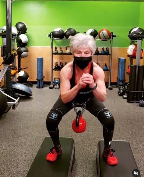 babcia została mistrzynią trójboju siłowego 6