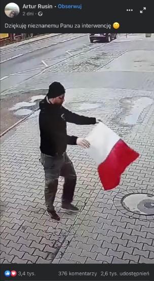 reakcja kierowcy na flagę w kałuży