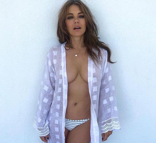 Elisabeth Hurley pozuje topless