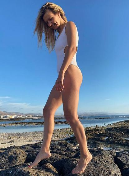 Joanna Koroniewska w stroju kąpielowym